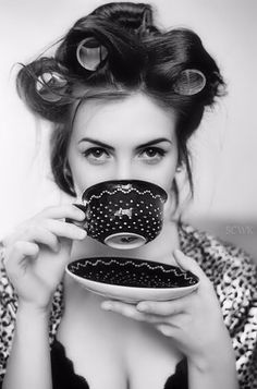 Tea and Coffee drinkers feature Coffee Girl, I Love Coffee, Hot Coffee, Coffee Break, Morning Coffee, Coffee Shop, Coffee Cups, Coffee Lovers, Café Sexy
