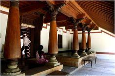 Image of Chettinad House Dakshina Chitra from the architecture photos of Sam. Indian Home Design, Kerala House Design, Exterior House Siding, Exterior House Colors, Exterior Design, Entrance Design, House Entrance, Chettinad House, India House