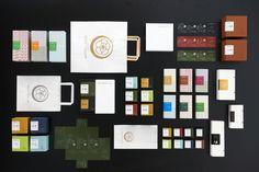 alexcreateは大阪・中之島にあるデザイン事務所。広告、グラフィック、エディトリアル、WEBをデザインする会社です。