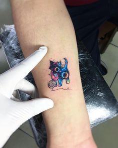 Tatuagem feita por Adrian Bascur de Viña del mar, Chile.    Gatinho pintado em galáxia.