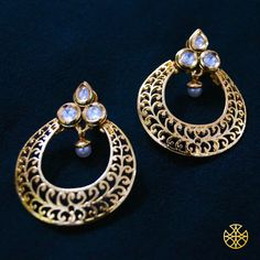 Kundan's a style that can make for a great classy yet traditional bet in your jewellery collection. Do u have'em yet?  Follow us on Instagram: instagram.com/malanajewels/  Like us on Facebook: www.facebook.com/malanajewels   To buy, please mail us on info@malanajewels.com with your requirements or call us on +91 9820302982.