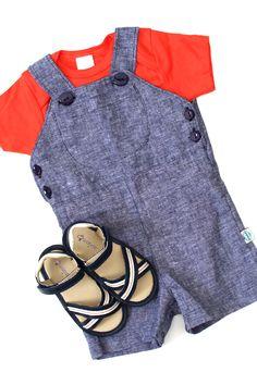 Petit Look Light Jeans: Jardineira Jeans macia e confortável com body alegre na cor laranja, para completar o look papete Navy. Look com a cara do verão para petiticos descollados! http://www.nanapetit.com.br/petit-look-light-jeans-p1137/