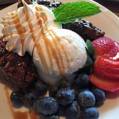 Patriotic Brownie with a Pretzel Crust is a great mashup of warm brownie, cold ice cream and fresh fruit topped with caramel and chocolate. Holiday Recipes, Great Recipes, Favorite Recipes, Just Desserts, Dessert Recipes, Pretzel Crust, Caramel Brownies, Easy Food To Make, Dessert Bars
