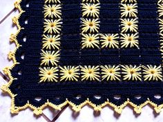 Crochet Pincushion, Crochet Diy, Filet Crochet, Crochet Motif, Crochet Crafts, Bead Crafts, Crochet Projects, Crochet Square Patterns, Crochet Kitchen