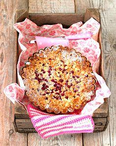 Johannisbeer-Kuchen mit Mascarponecreme - Johannisbeeren: klein und vielseitig - [LIVING AT HOME]