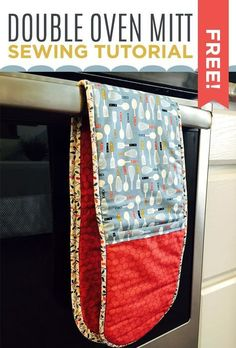 Make an Insulated Double Oven Mitt with this Easy & Free Sewing Tutorial! Such a perfect Christmas gift!!