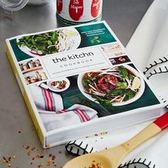 A great housewarming gift for the home cook, its recipes, instructions, inspirational photos and guide to organizing will help you elevate your kitchen from chaotic workspace to hangout spot.