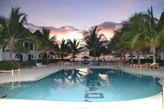 Lekker een week bijkomen op een paradijselijk locatie... 💭 Op het tropische ZANZIBAR kan het! 9-daagse vakantie v/a €599. Wie wilt er nou niet op deze hagelwitte stranden liggen? Amazing Sunsets, Tours, Outdoor Decor