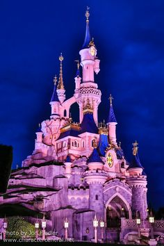 Disneyland Paris, France August 2014 Visit our site Disney Character Central for tons more Disney and Character pictures! Disney Fun, Disney Parks, Disney Movies, Walt Disney, Paris Wallpaper, Colorful Wallpaper, Disneyland Paris Castle, Heart For Kids, Vacation Places