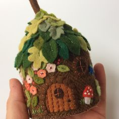 Fabric And Ink and Everyday Life: Little Felt Houses Felt Embroidery, Felt Applique, Fabric Crafts, Sewing Crafts, Wooly Bully, Etsy Fabric, Felt House, Felt Fairy, Felt Patterns