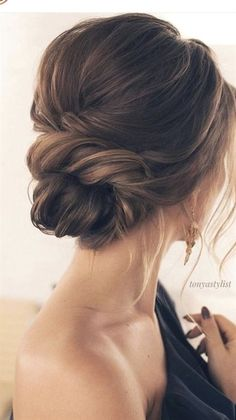 40 Ideen Hochzeitsfrisuren Brötchen Low Chignon Messy Updo # Frisuren hair styles for wedding wedding hair styles hairstyles wedding guest hairstyles wedding hairstyles hairstyle Classy Updo Hairstyles, Braided Hairstyles Updo, Pretty Hairstyles, Amazing Hairstyles, Hairstyles Videos, Hairstyles 2018, Indian Hairstyles, Celebrity Hairstyles, Vintage Hairstyles