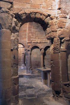 Beautiful Architecture, Beautiful Buildings, Architecture Details, Roman Church, Spain Culture, Historical Monuments, City Landscape, Old Stone, Ancient Ruins