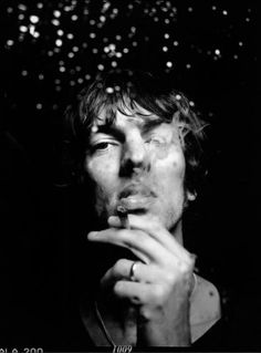 Richard Ashcroft is the inspiration for 'Cast No Shadows' by Oasis. http://youtu.be/EUH9vBD6938