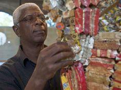 Sztuka Afryki: El Anatsui | Spawając gobeliny Golden Lions, African Artists, New Art, Mixed Media, Tapestry, Statue, Portrait, Abstract, Art News