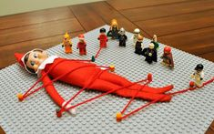 25 Hilarious ways to pose your Elf on the Shelf - Page 22