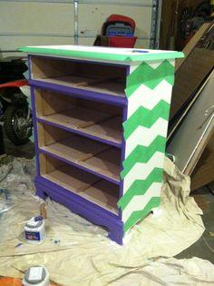 MinettesMaze: Th Purple People eater- Dresser Redo Chevron Classroom, Classroom Decor, Classroom Organization, Diy Arts And Crafts, Decor Crafts, Diy Crafts, Chevron Furniture, Painted Furniture, Furniture Makeover
