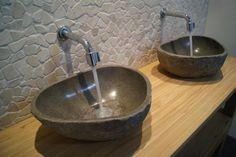 Wasbak waskom riverstone riviersteen natuursteen badkamer