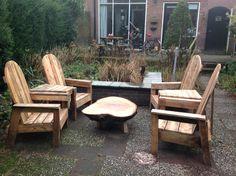 Tuinset van 4 stoelen, 2 trapeziumtafeltjes, 1 tafel van boomschijf. Tafeltjes zijn los. (Verkocht)