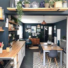 These navy walls! 😍❤ These navy walls! Home Decor Kitchen, Diy Kitchen, Interior Design Living Room, Home Kitchens, Kitchen Ideas, Kitchen Themes, Kitchen Pictures, Open Plan Kitchen, Kitchen Inspiration