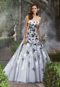Sophia Tolli black and white floral wedding dress / http://www.himisspuff.com/black-wedding-dresses/