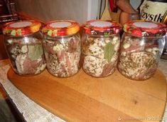 Boczek wieprzowy w ziołach i czosnku w słoiku. - przepis ze Smaker.pl Polish Recipes, Mason Jars, Food And Drink, Meat, Cooking, Party, Kitchen, Polish Food Recipes, Canning