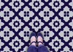 vinyl flooring Handmade tiles can be colour coordinated and customized re. shape, texture, pattern, etc. by ceramic design studios Retro Vinyl Flooring, Vinyl Sheet Flooring, Modern Flooring, Linoleum Flooring, Vinyl Tiles, Bathroom Flooring, Kitchen Flooring, Flooring Ideas, Diy Flooring