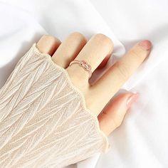 Anillo abierto de plata de ley 925 para mujer, con símbolo de infinito, oro rosa, anillo de boda, tamaño ajustable, Regalo de Navidad de Cumpleaños de San-valentín. Tamaño y color: Diámetro: 1.9cm; Ancho: 0.5cm; Peso: 1,8g; Color: oro rosa. Regalo perfecto: anillo elegante y encantador es el regalo perfecto para mujere, novia, mamá, madre, hija, esposa y hermana. Color, Jewelry Trends, Fashion Rings, White Gold, Rose Gold, Sterling Silver, Daughter, Colour, Colors