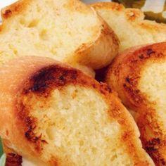 Recept za baguette s češnjakom, popularni kruh \'francuz\' - simbol francuske kuhinje.