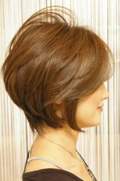 This Pin was discovered by Mam Short Layered Haircuts, Cute Hairstyles For Short Hair, Pretty Hairstyles, Short Hair Syles, Short Hair Cuts, Hair Knot, Short Hair With Layers, Hair Today, Hair Designs