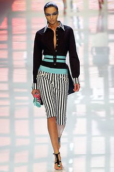 Versus Versace Spring 2004 Ready-to-Wear Fashion Show - Mariacarla Boscono, Donatella Versace