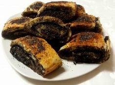 """A """"Pooh"""" tésztából szinte akármit elkészíthetsz, lehet belőle pizza, töltött palacsinta, briós. A tésztába tehetsz vaníliát, kicsivel több cukrot,... Sweet Desserts, Sweet Recipes, Strudel Recipes, Cookie Recipes, Dessert Recipes, Torte Cake, Salty Snacks, Hungarian Recipes, Bread And Pastries"""