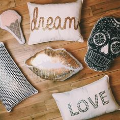 Pillow party!! | dormify.com