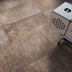 Plant är en klinker med en känsla av trä kombinerad med betong. Fina naturliga kulörer. Passar på både golv och vägg.