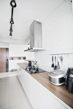 This must be a long wait for those Ancilla BTO flat owners who are just dying to take a sneak peak at how our Buangkok flat has. Cool Kitchen Appliances, Kitchen Tiles, Kitchen Dining, Kitchen Shelves, Kitchen Cabinets, Home Decor Kitchen, Kitchen Interior, Home Kitchens, Flat Interior