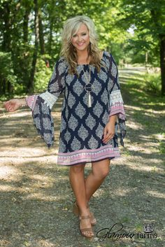 Not sure if this would be flattering on me? Whitney Tunic/Dress is pure beauty! Featuring a sheer overlay in navy with an ivory damask motif and a fuchsia floral border with a lined under-bodice. 50 Fashion, Fashion Over 40, Fashion Dresses, Spring Summer Fashion, Spring Outfits, Casual Dresses, Summer Dresses, Look Plus, Chevron Dress