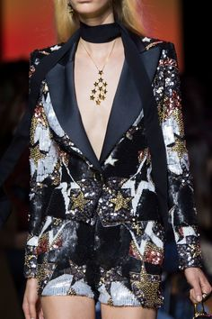 Elie Saab at Paris Fashion Week Spring 2017 - Details Runway Photos Fashion Week Paris, Fashion 2017, Star Fashion, Runway Fashion, High Fashion, Haute Couture Style, Couture Mode, Couture Fashion, Edgy Outfits