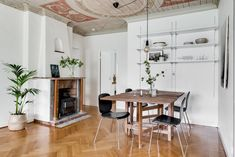 Mäklare Göteborg – Wettergren Fastighetsbyrå Swedish House, Dining Table, Furniture, Home Decor, Dining Room Table, Decoration Home, Room Decor, Swedish Home, Home Furniture