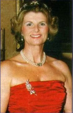 Baroness Alix Miller zu Aichholz, wearing the same Ruby Star tiara as Queen Louise of Denmark in the previous in.