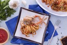 Le linguine scampi e cognac sono un primo piatto di pesce raffinato e molto gustoso, dal sapore molto delicato.