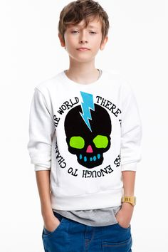 I want this sweatshirt. Yes, for myself. <3