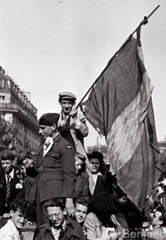 Victory day Paris 1945, photo by Béla Bernand
