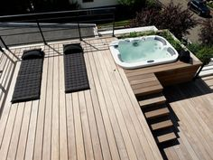 Un toit reconverti en terrasse Hot Tub Backyard, Backyard Retreat, Spas, Whirlpool Deck, Hot Tub Privacy, Modern Gazebo, Jacuzzi Outdoor, Exterior House Colors, Outdoor Areas
