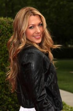 Colbie Caillat is excellent singer, is very beautiful and has a perfect hair * - * (I recommend the song Magic, And if and You got me) Colbie Caillat, Celebs, Celebrities, Great Hair, Pretty Hairstyles, Pretty Woman, Her Hair, Beautiful People, Amazing People