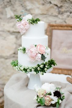 This cake just says Provence wedding: http://www.stylemepretty.com/2015/07/09/romantic-la-vie-en-rose-wedding-inspiration-in-provence/ | Photography: Tamara Gruner - http://www.tamaragruner.com/