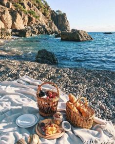 11 things to do this long weekend that aren't just eating: Pack a picnic
