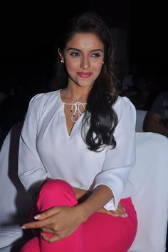 Asin Hot Images And Hd Wallpapers Hot Indian Actress Asin Thottumkal Exclusive Hot Images And