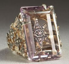 H.Stern Highlight Stars ring in 18k Noble Gold with amethyst and diamonds.