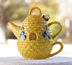 Beehive teapot and cup set. $30.00, via Etsy.
