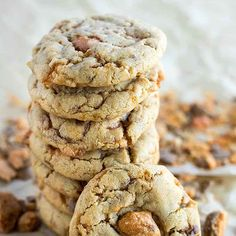 Butter Finger Dessert, Butterfinger Cookies, Cookie Recipes, Dessert Recipes, Cookie Ideas, Chewy Peanut Butter Cookies, Chocolate Filling, Desserts To Make, Cookies Et Biscuits