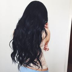 Black curly hair and light fair skin, wavy black hair Long Black Hair, Black Curly Hair, Dark Hair, Light Hair, Black Hair Pale Skin, Black Hair Dye, Body Wave Hair, Big Chop, Trendy Hairstyles